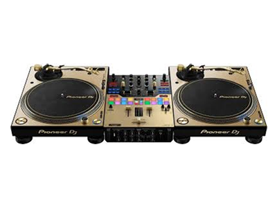 Technics turntables and Pioneer DJ DJM mixer